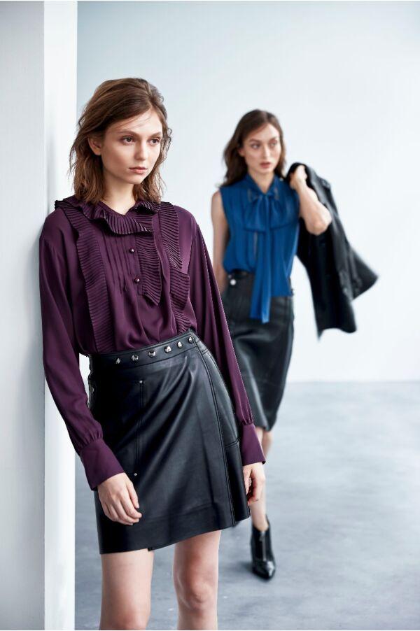 腰頭釘釦設計皮裙