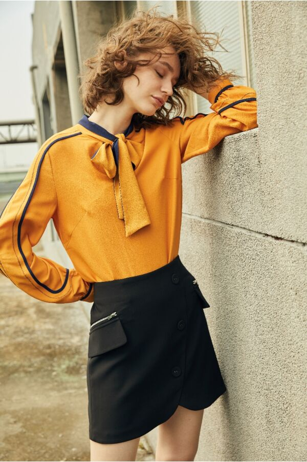 斜切造型拉鍊短裙
