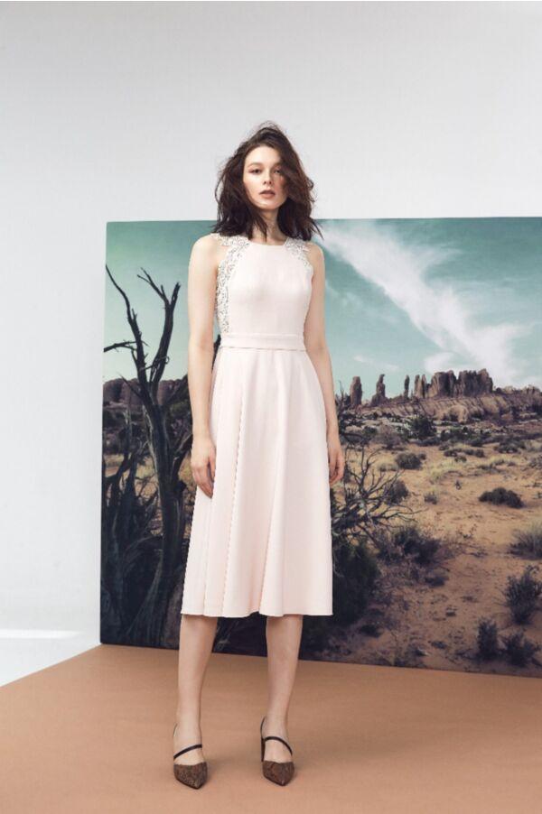 蕾絲基本款洋裝