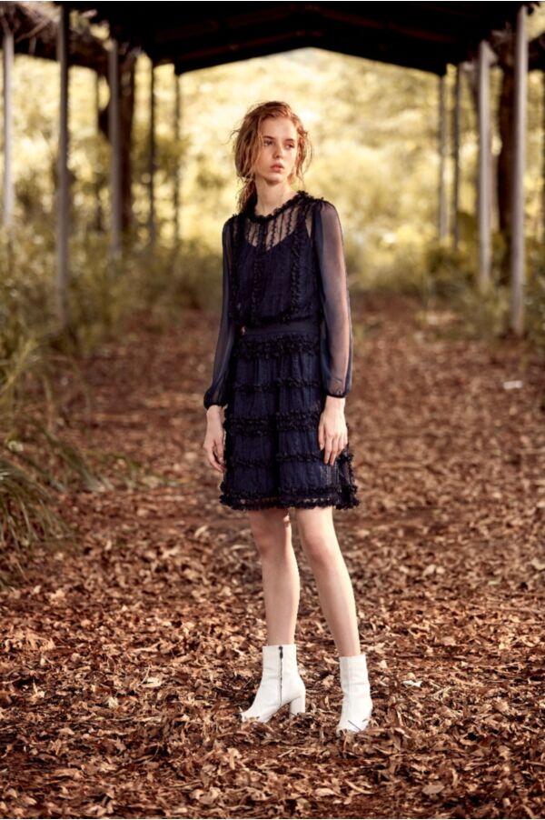 蕾絲浪漫透膚連身裙