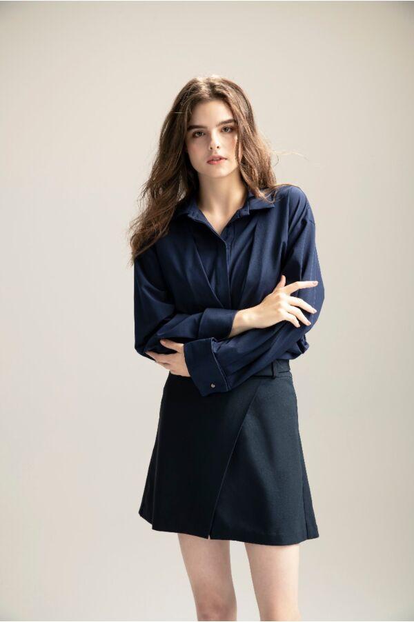 精緻袖釦點綴襯衫