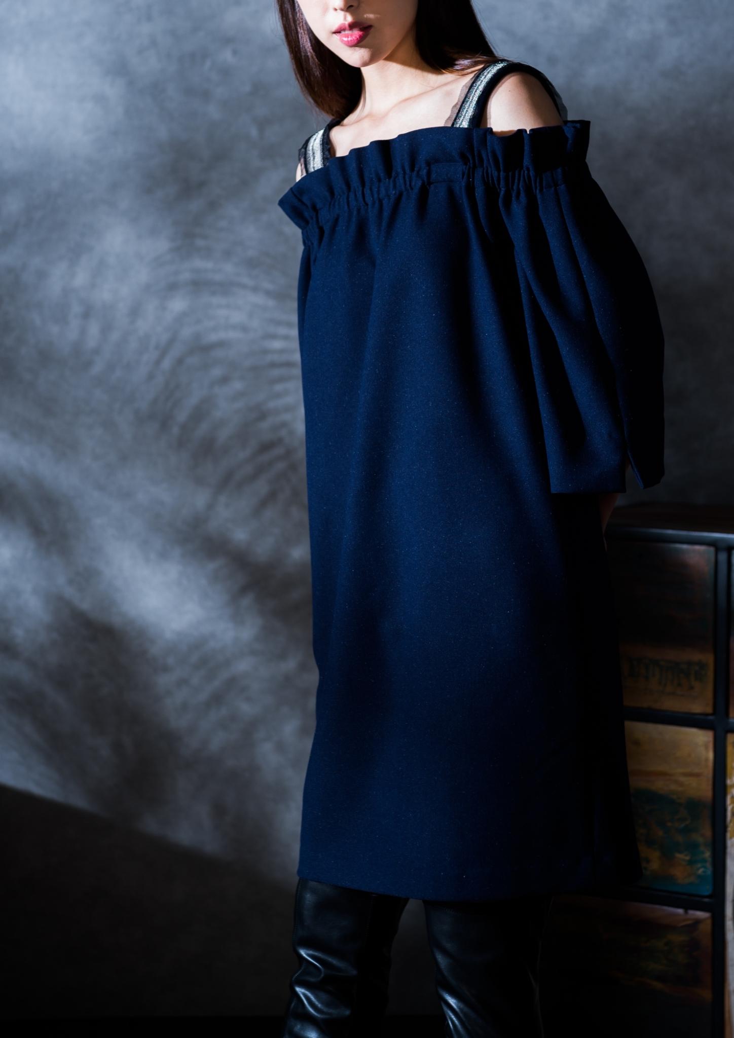 露肩寬鬆短洋裝
