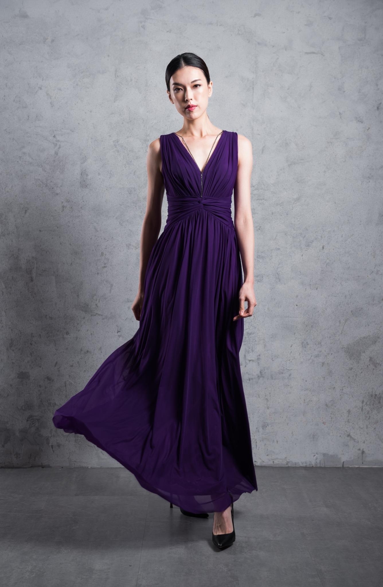 優雅無袖V領長洋裝